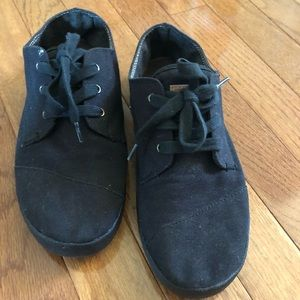 Toms black on black lace sneakers shoe size 7.5